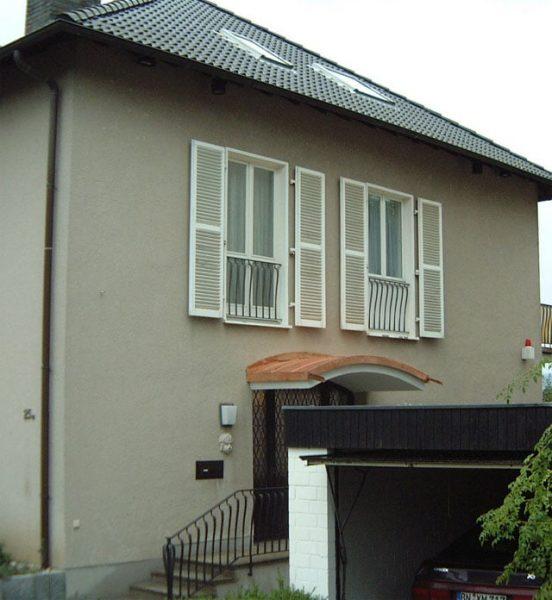 Dachdecker & Klempner Hennef - Türüberdachung, gerundet